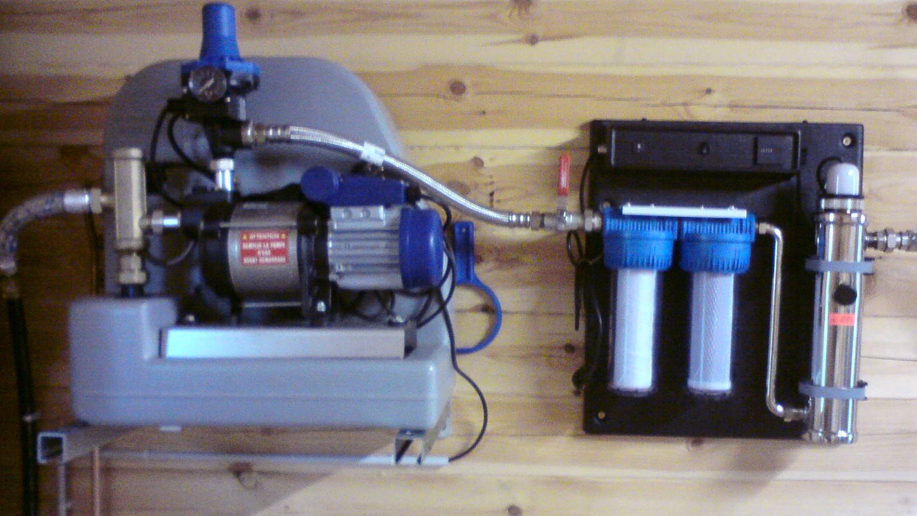 Pompe reliée à un système de filtration de l'eau par ultraviolet
